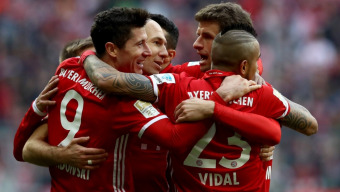 Solid FC Bayern advance in Champions League